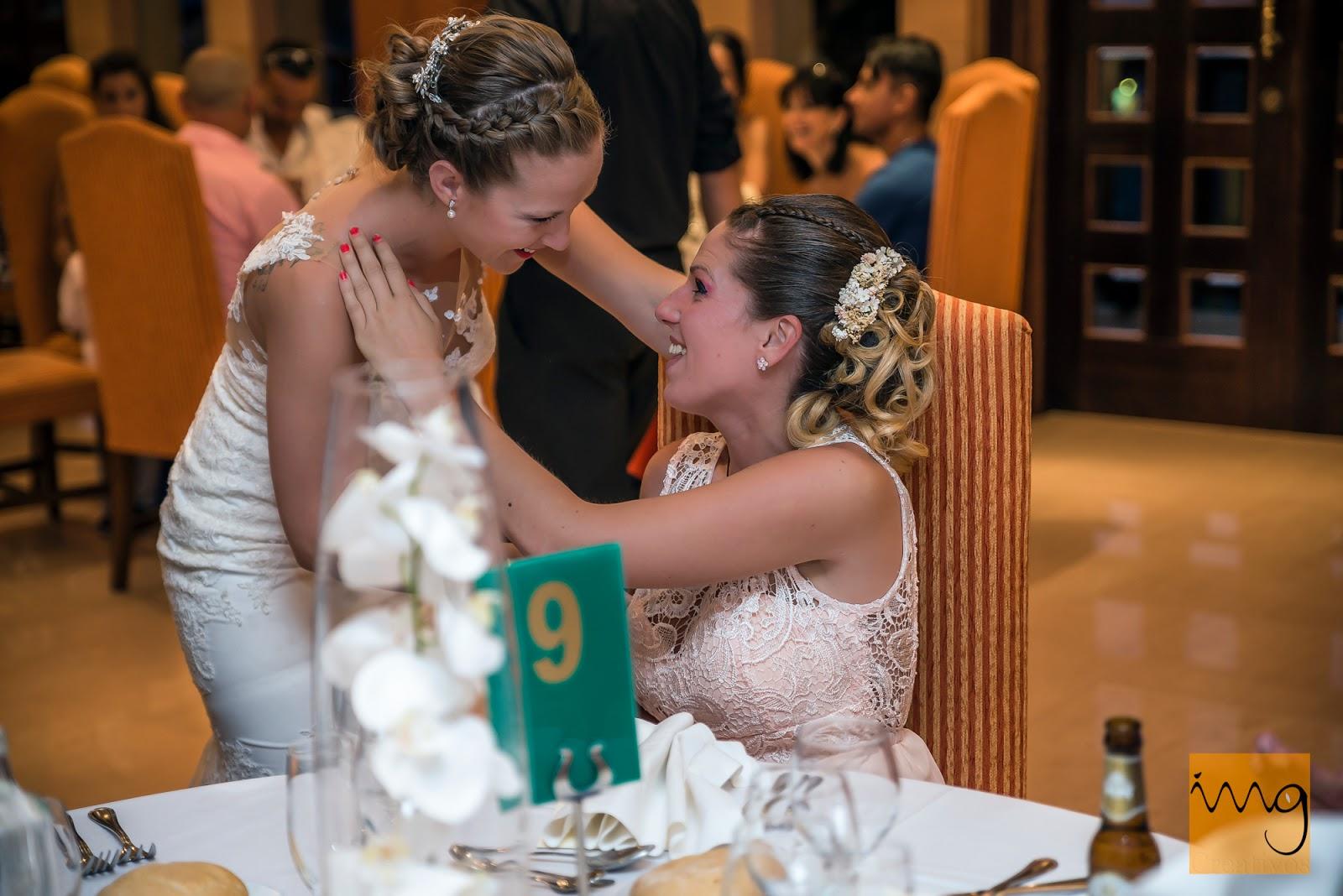 Fotografía de momentos espontáneos de la boda en Granada