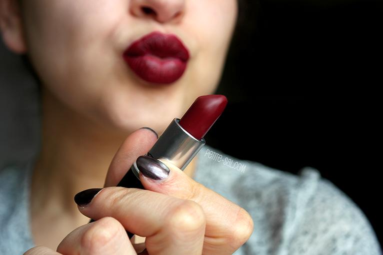 Favorito PETITE-SAL: Review: MAC Diva lipstick LR06