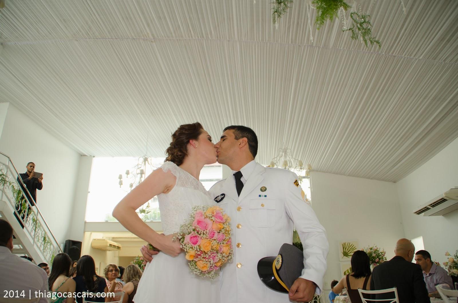 historia-amor-filme-noivos-cerimonia-beijo