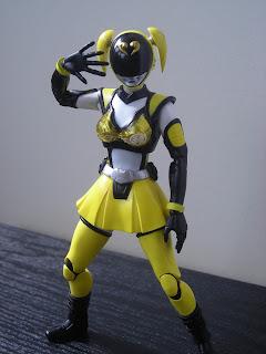 SH Figuarts Akiba Yellow 04
