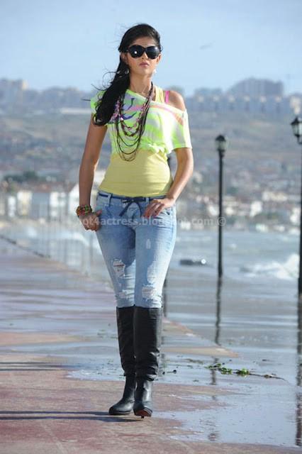 Deeksha Seth pic show
