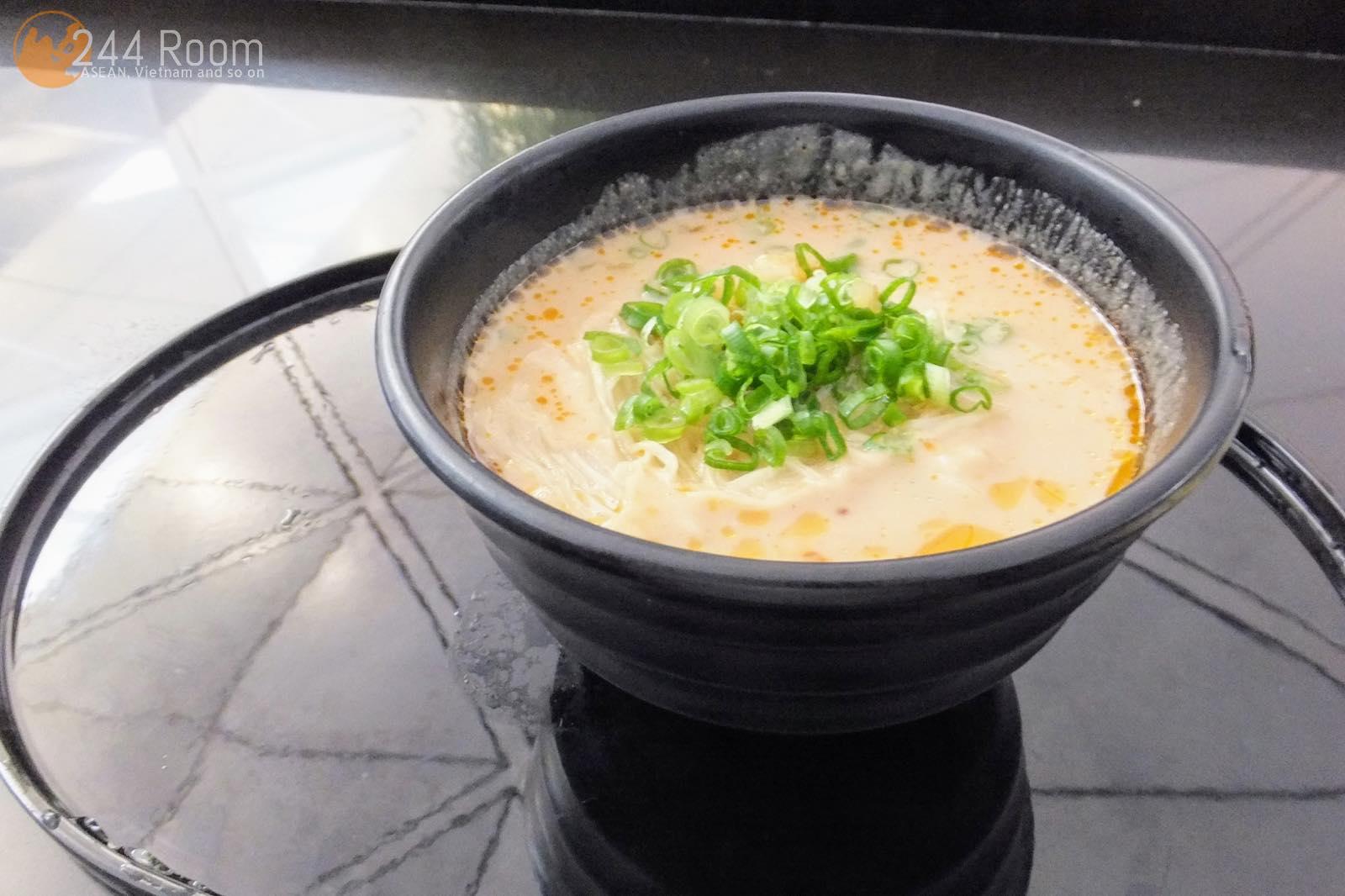 ザヌードルバー担々麺 The noodle bar dandan noodle2