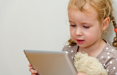 Pengaruh Gadget Bagi Perkembangan Anak