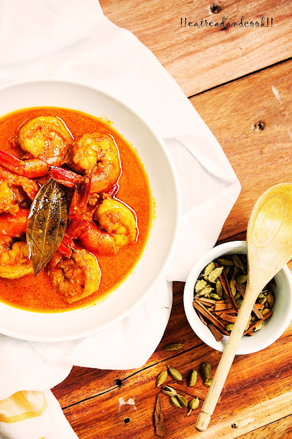 how to make Chingri Macher Malaikari / Prawn Malaikari / bengali prawn malaikari / bengali prawn curry with coconut milk / chingrir malaikari recipe and preparation with step by step pictures