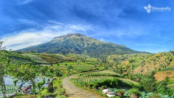Pemandangan Gunung Sumbing Dari Desa Petarangan