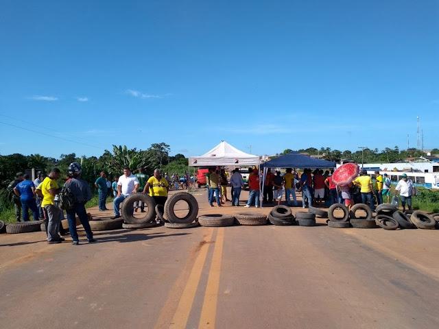Taxistas liberam BR Isaac Bennesby depois de seis horas de protesto em Nova Mamoré