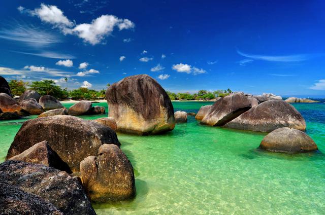 Mau Liburan Ke Pantai? Coba Simak Daftar 10 Pantai Terbaik Yang Ada Di Indonesia Ini