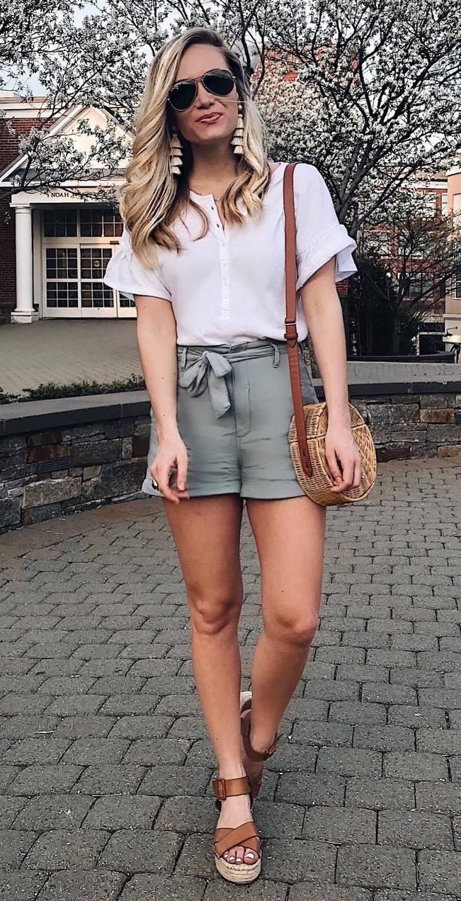 casual outfit inspiration _ round bag + white top + khaki shorts + platform sandals