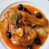 Guiso de pollo con pimentón, cebolla y aceitunas negras