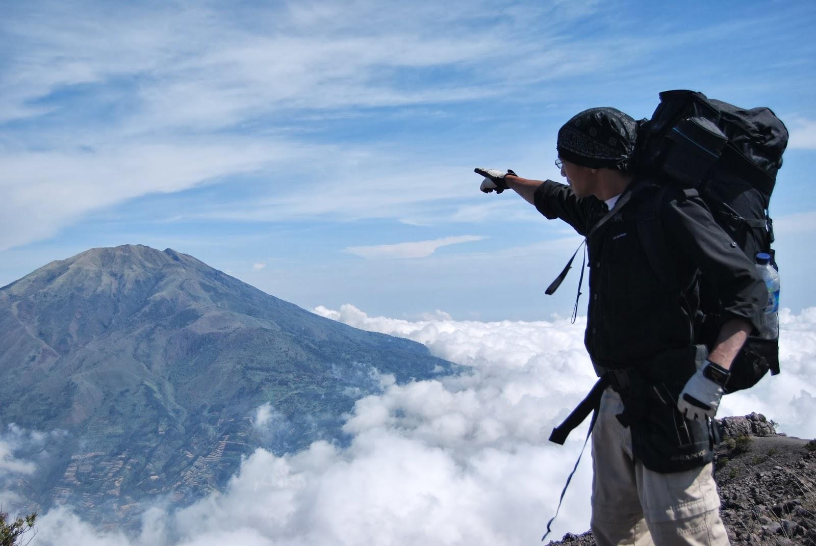Hasil gambar untuk volcano trekking gunung merapi