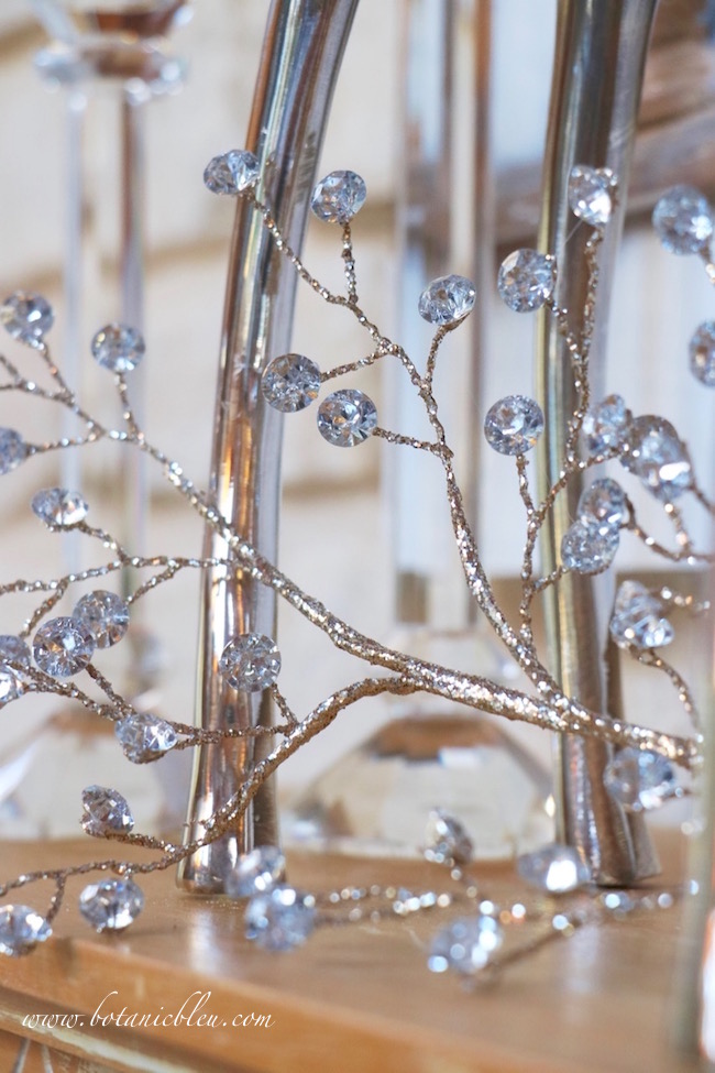 fauceted-jewel-glitter-spray-mantel
