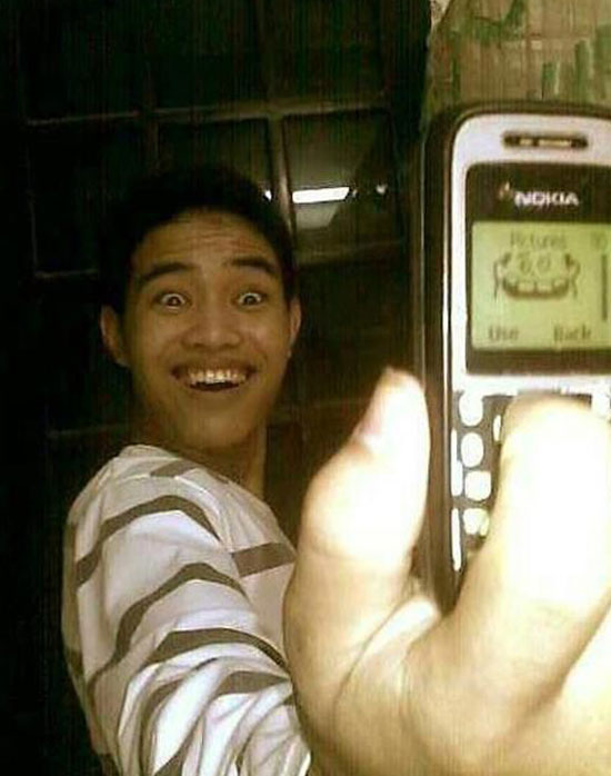 Ảnh vui chụp hình bằng điện thoại cùi bắp