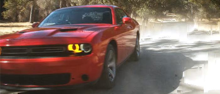 Calvin Harris - My WayのMVに登場する車は、ダッジ・チャレンジャー