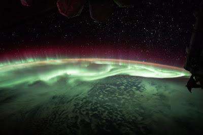 Mirando la Aurora de la órbita