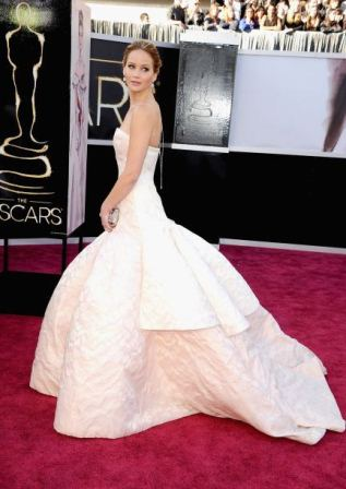 25143799de Fashion Assistance  Jennifer Lawrence recogió su Oscar vestida de ...