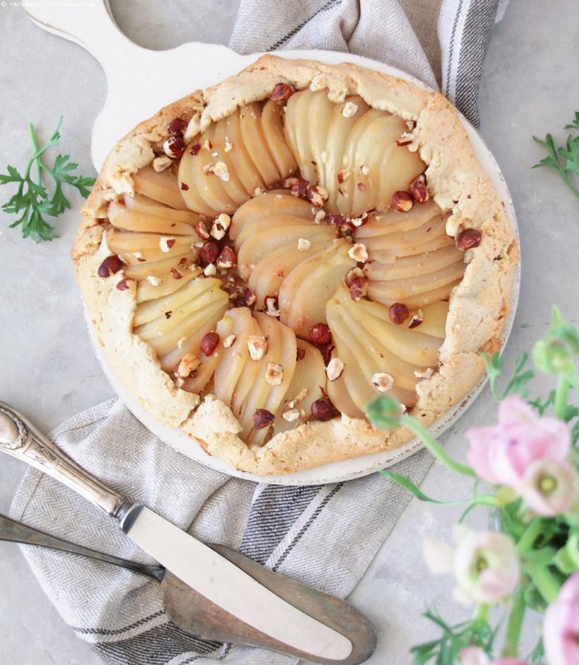 Tarte rustikal mit Vanille-Birnen und Haselnüssen | whatinaloves.com