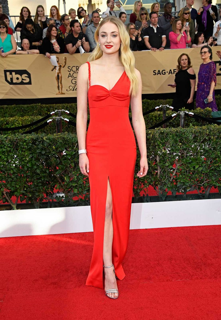 Sophie Turner sizzles in crimson gown at the 2017 SAG Awards