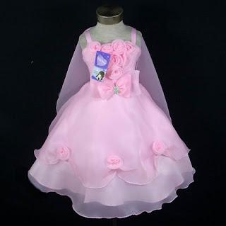 vestido rosa com capa