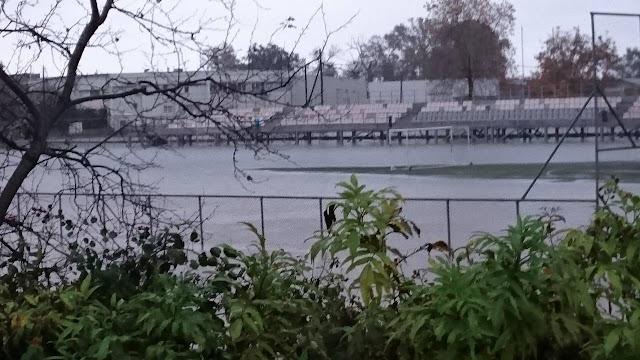 Πλημμύρισε και το γήπεδο της ΕΠΣ Πιερίας στην Ν. Έφεσο. (ΦΩΤΟ)