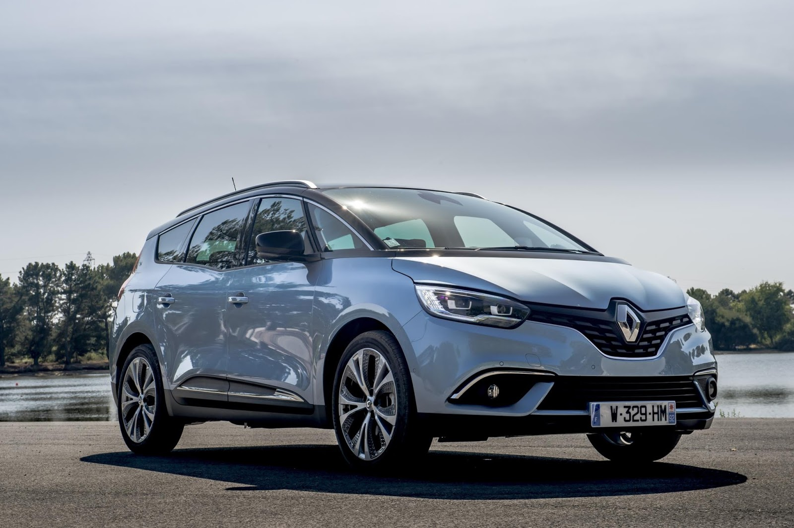 the motoring world the all new renault scenic and grand scenic has been announced with pricing. Black Bedroom Furniture Sets. Home Design Ideas