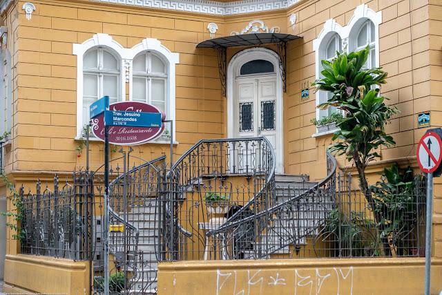 Residência de Affonso Alves de Camargo, localizada na Praça General Osório - detalhe da escadaria