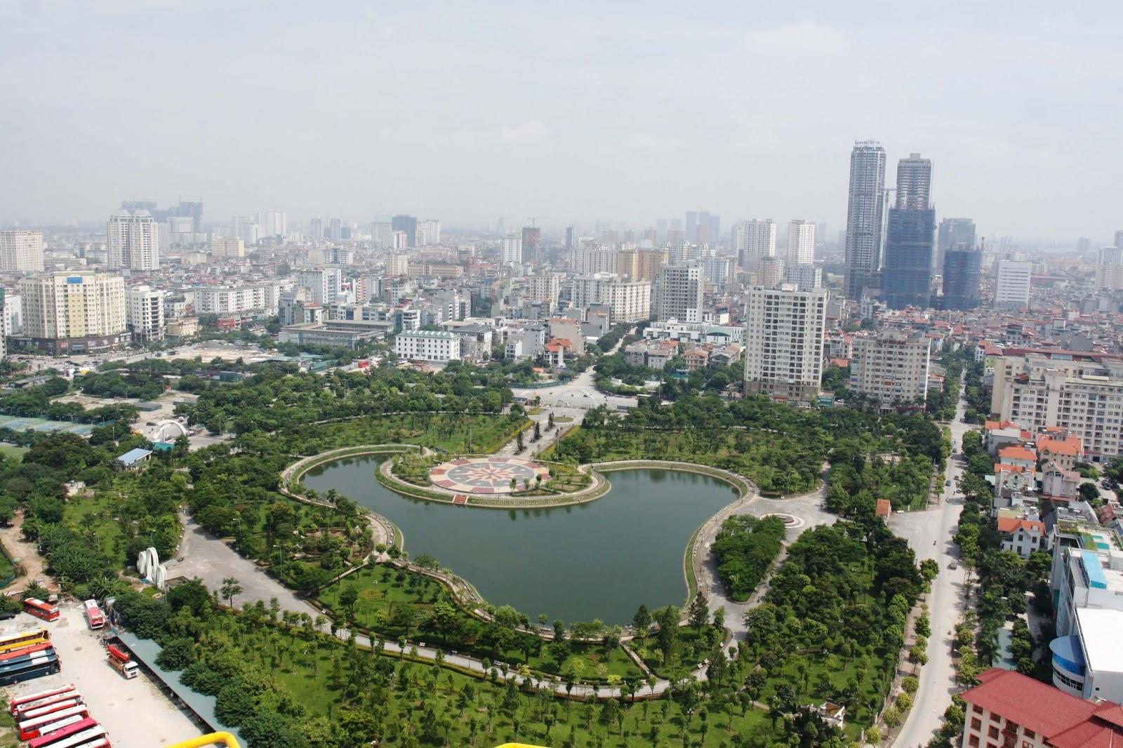 Golden Park nằm ngay cạnh công viên Cầu Giấy.
