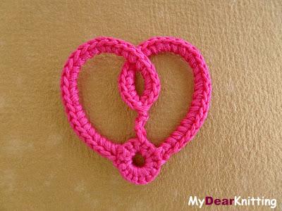 подробный мастер-класс по вязанию маленького сердечка крючком