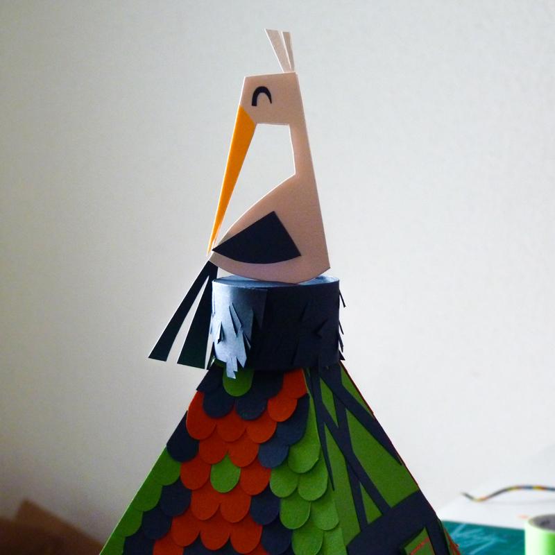 Confection papier d'un nid et sa cigogne d'Alsace