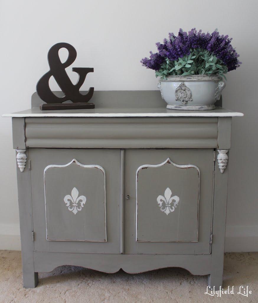 Chalk Paint For Kitchen Cabinets Uk: Lilyfield Life: Rustic Little Fleur De Lis Cabinet Makeover