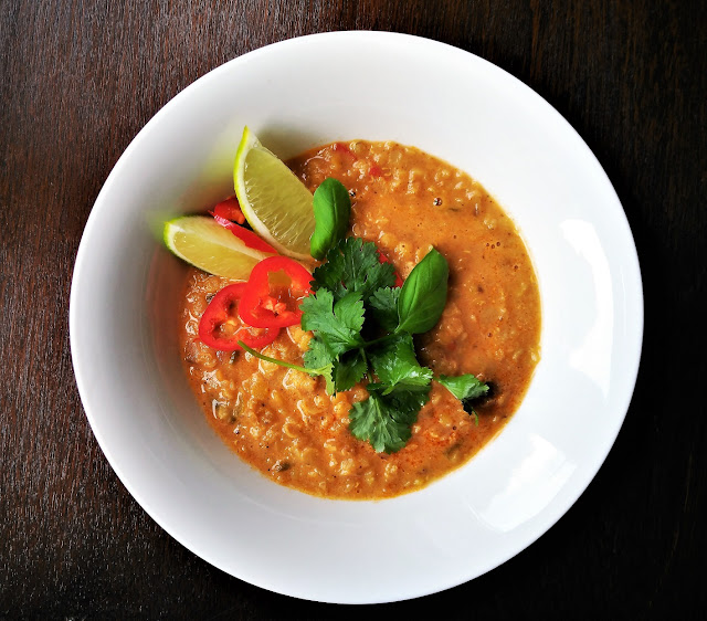 Sopa Thai de lentejas rojas al curry