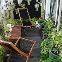 Narrow space patio decoration idea