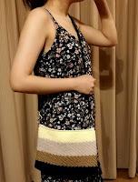 細編みアレンジの斜め筋編み模様で編むポシェット
