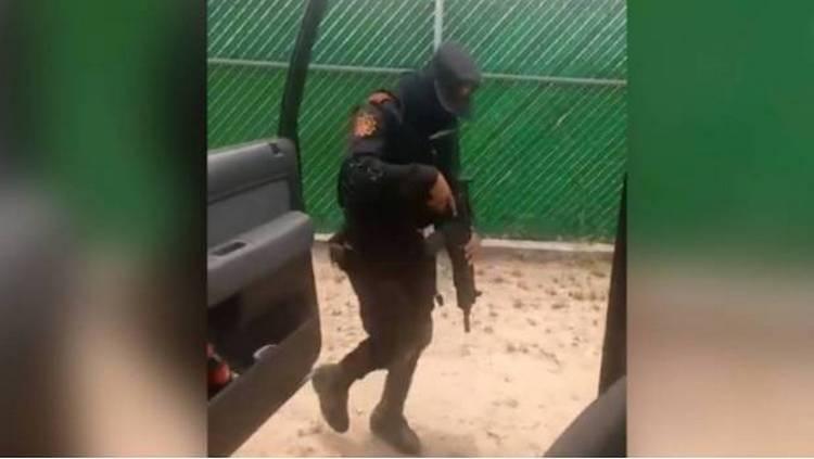 Video: Con metralleta en mano, y en servicio, la Fuerza Civil de NL se une al #ChonaChallenge.