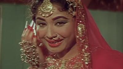 4 फरवरी 1972 को फिल्म पाकीज़ा रिलीज़ हुई थी। मीना कुमारी, अशोक कुमार और राज कुमार अभिनीत कमाल अमरोही की फिल्म पाकीज़ा सोलह साल में बनी थी।
