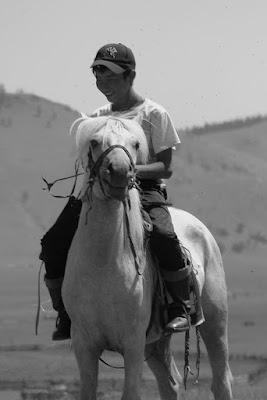 Mongolie Khentii cheval mongol jeune garçon