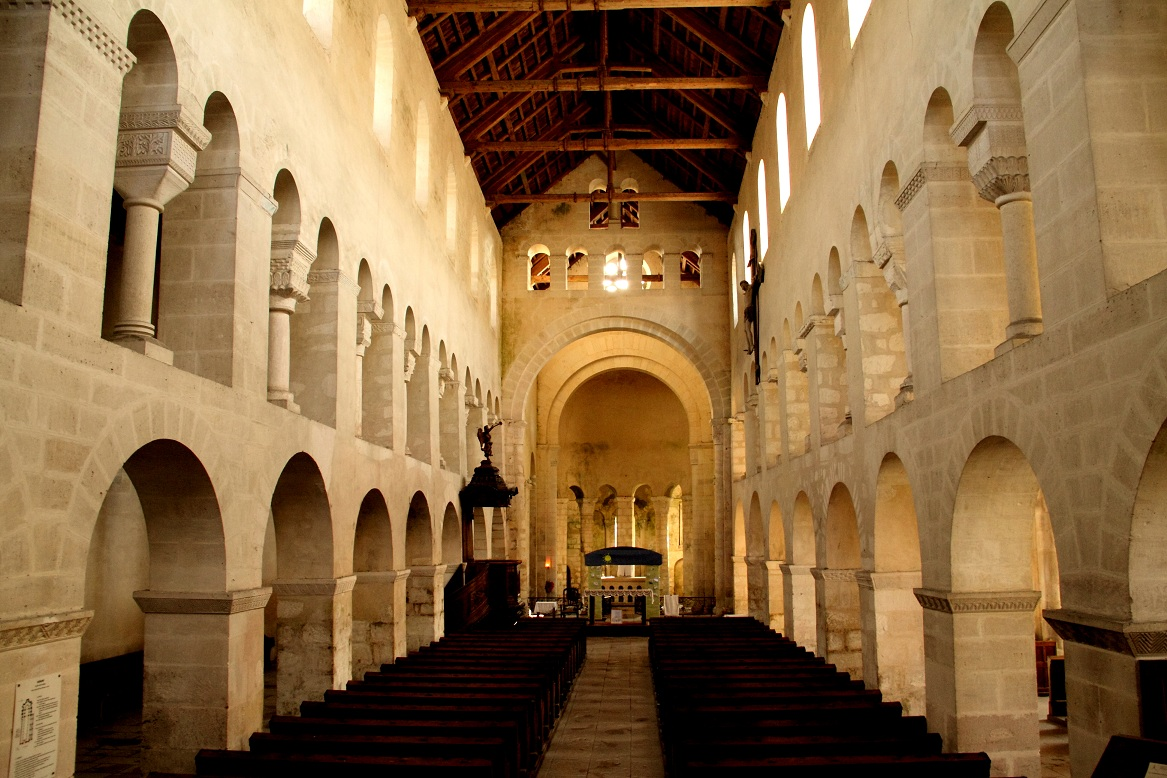 L 39 art roman passionn ment l 39 interieur de l 39 glise de for Interieur france