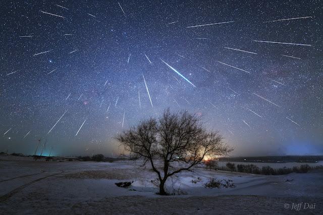 Mưa sao băng Geminid tỏa sáng trên bầu trời Trung Quốc. Hình ảnh: Jeff Dai (TWAN).