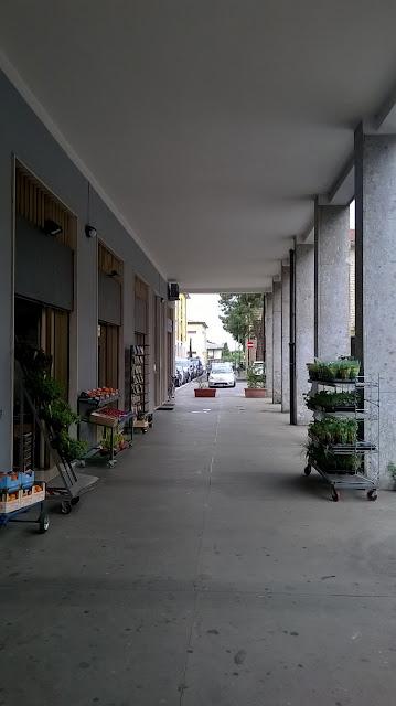azzano san paolo piazza IV novembre 16 portico ingresso