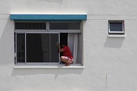 Aturan Baru...! TKW Hong Kong Sekarang Tak Perlu Lap Jendela Apartemen Bagian Luar