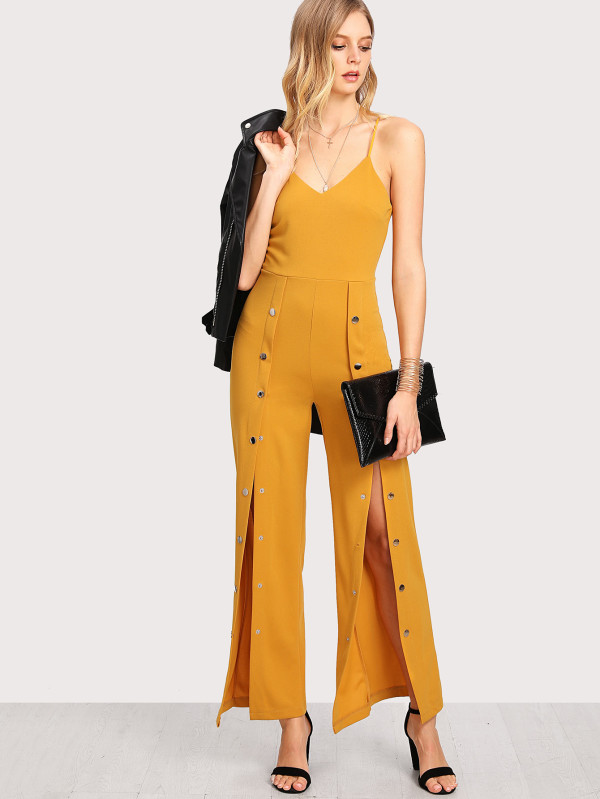 https://www.shein.com/Snap-Button-Solid-Cami-Jumpsuit-p-409539-cat-1860.html?utm_source=blog&utm_medium=blogger&utm_campaign=treschicbypaulina_gl&url_from=treschicbypaulina_gl