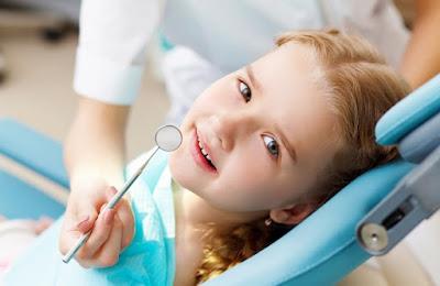Trẻ bị sâu răng hàm phải làm gì?