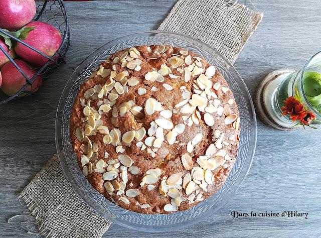 Gâteau au yaourt d'automne aux pommes, amandes effilées et cannelle - Dans la cuisine d'Hilary