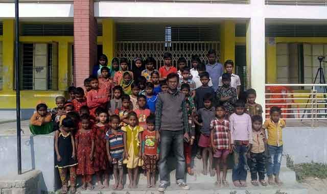 মেলান্দহ চরাঞ্চলের একটি প্রাথমিক বিদ্যালয়ে প্রধান শিক্ষকই ভরসা