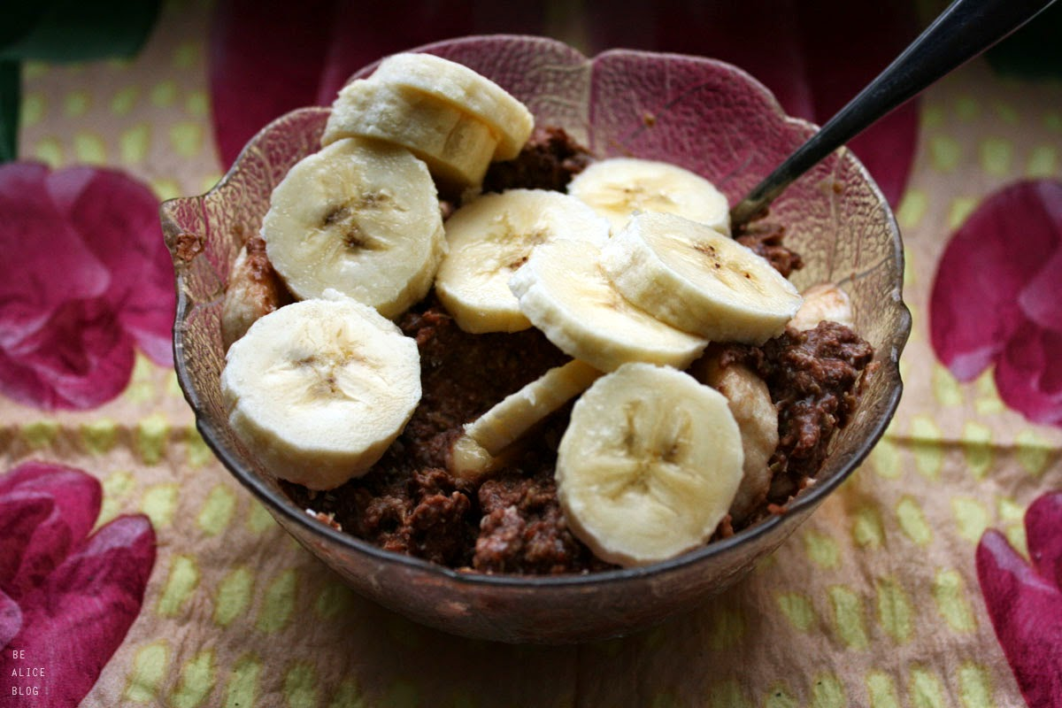 http://be-alice.blogspot.com/2014/05/chocolate-porridge-raw-vegan.html