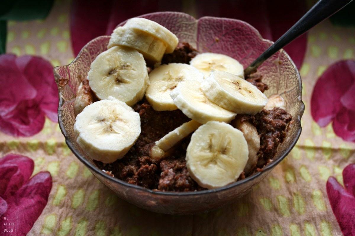 http://be-alice.blogspot.com/2014/05/chocolate-porridge-raw-vegan.html