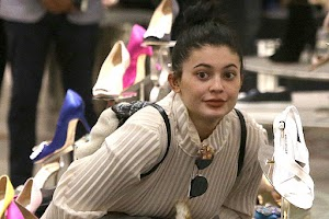 Kylie Jenner without make up on shopping in Los Angeles