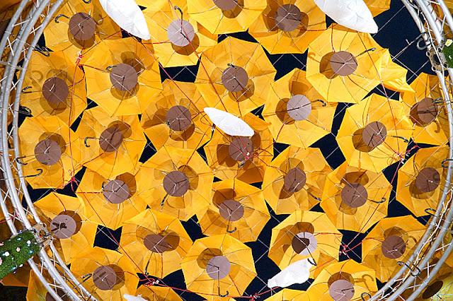 DSC06518 - 太平景點│臺中市屯區藝文中心傘亮花博裝置藝術,帶我走或把傘留給我