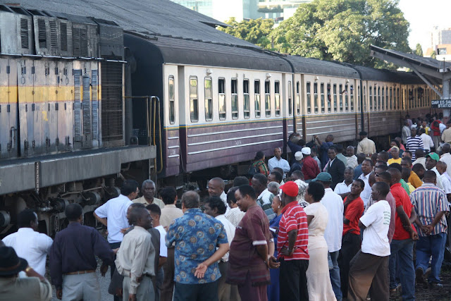 Watanzania Wanazungumza Kiswahili au Viswahili?