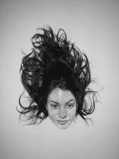 Dibujo con lápiz y carbón
