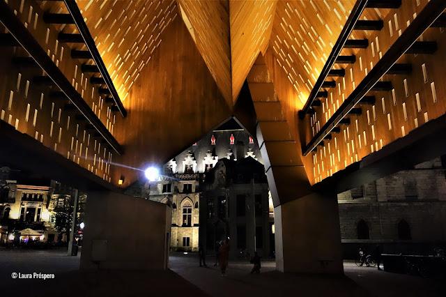 Halle Municipale: arquitetura contemporânea meio aos prédios medievais, Gand